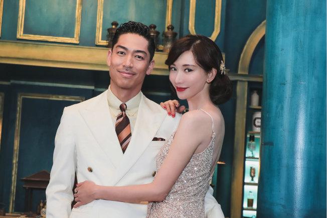 林志玲與新婚丈夫Akira。(取材自微博)