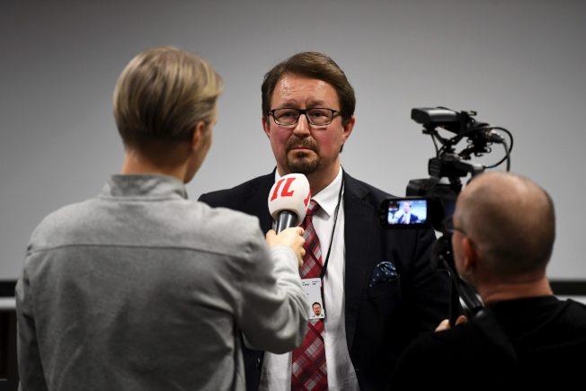 芬蘭衛生與福利研究所表示,芬蘭今天證實出現首起2019新型冠狀病毒(2019-nCoV,武漢肺炎)確診病例,患者是位來自中國武漢的遊客。圖為芬蘭衛生與福利研究所主任Mika Salminen記者會結束後接受採訪。Getty Images