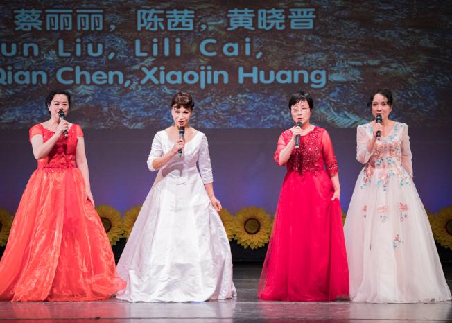 奧蘭多華協春晚節目之一小合唱。(朱志凌提供)