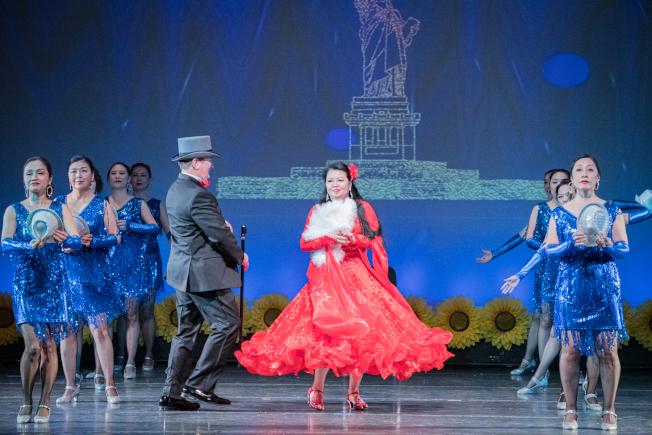 奧蘭多華協春晚節目之一百老匯歌舞。(朱志凌提供)