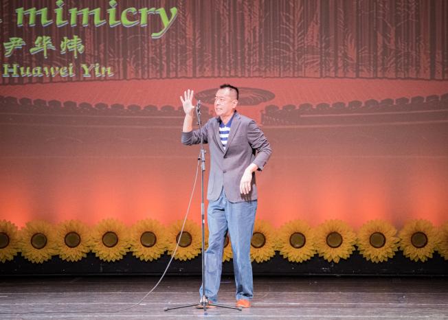 奧蘭多華協春晚節目之一尹華煒表演口技。(朱志凌提供)