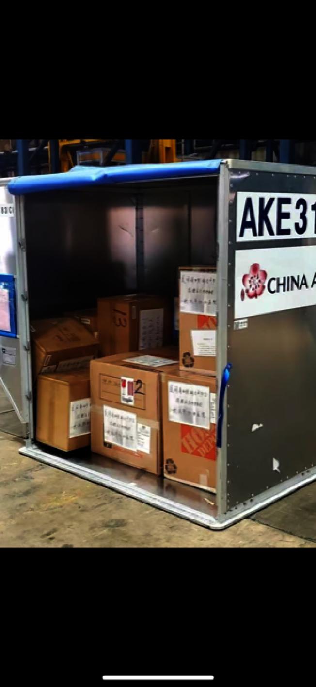 加州湖北同鄉總會籌備的救援物資,準備就緒運往武漢和湖北災區。(趙林提供)