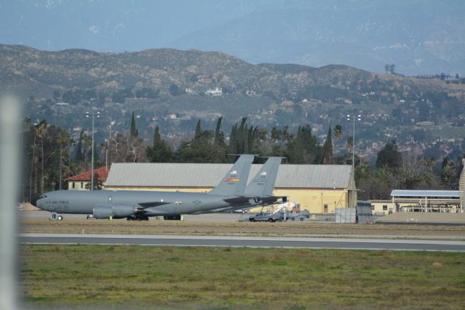 基地內停靠的大型軍機。(記者啟鉻/攝影)