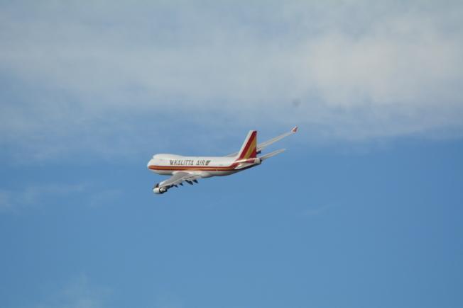 撤僑專機當日午後飛離基地。(記者啟鉻/攝影)
