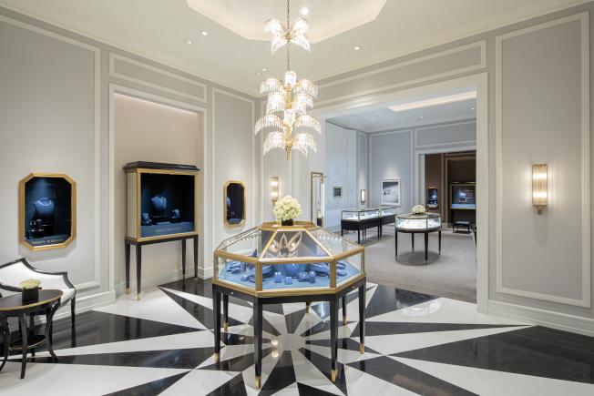 海瑞温斯顿以打造私人宅邸的低调奢华和隐密感来规划成都店,装潢整体呈现招牌的质感灰色调。图/Harry Winston提供