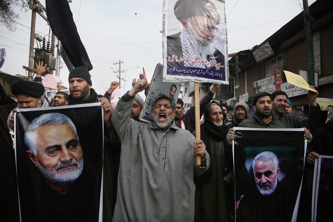 伊朗革命衛隊聖城旅指揮官蘇雷曼尼被美軍狙殺,當地民眾悲痛憤怒。(美聯社)