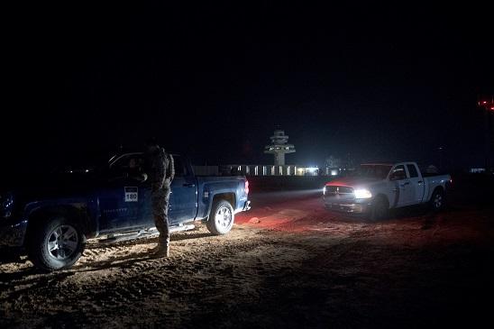 阿薩德空軍基地。圖為上月26日美軍在等待川普總統及第一夫人到訪。(美聯社)