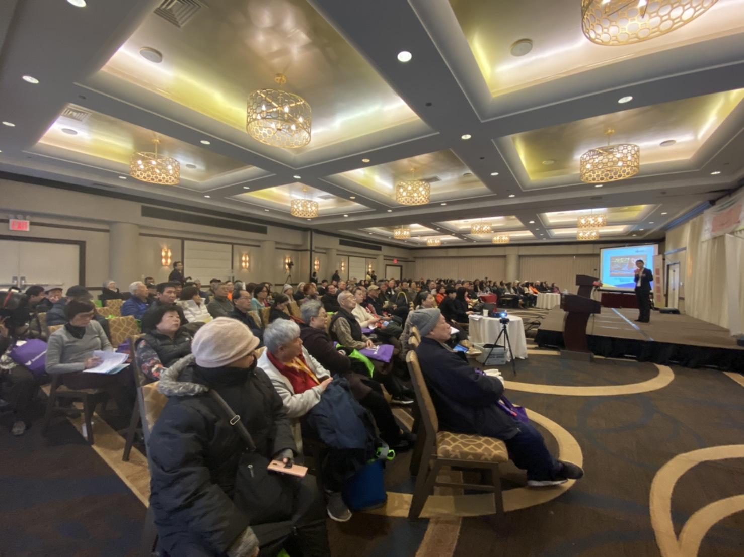 世界日報18日舉行健保論壇,邀請專家為民眾解惑。(記者牟蘭/攝影)