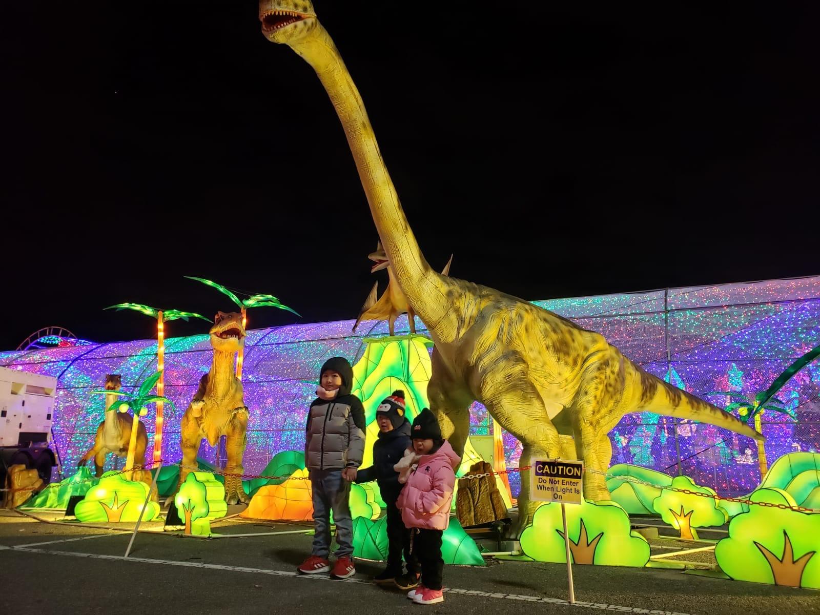 小孩最愛大恐龍。Cheung's Family/提供