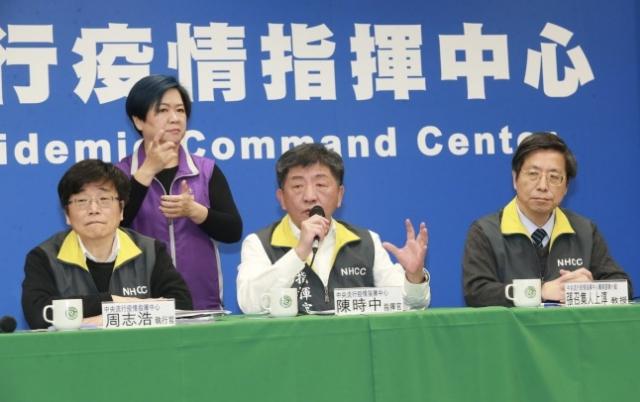 台灣中央流行疫情指揮中心指揮官陳時中(中)。(記者黃義書/攝影)