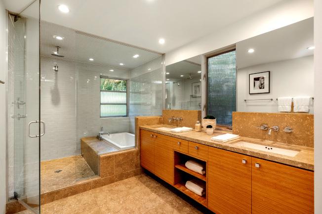 翻新浴室可以大幅提升房屋價值。(美聯社)
