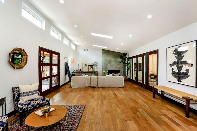 重新粉刷起居室,可使房屋面目一新。(美聯社)