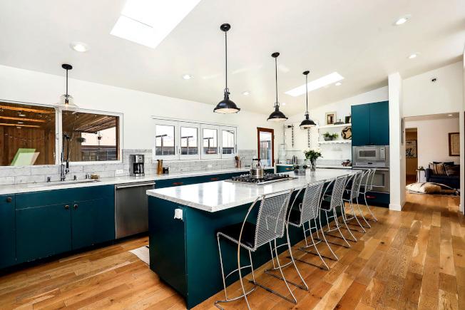 翻修的現代化廚房。(美聯社)