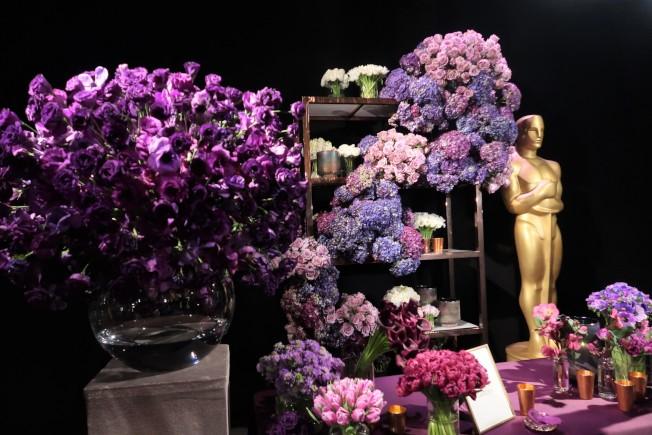 今年奧斯卡晚宴選擇不同層次的紫色花卉。(記者馬雲/攝影)