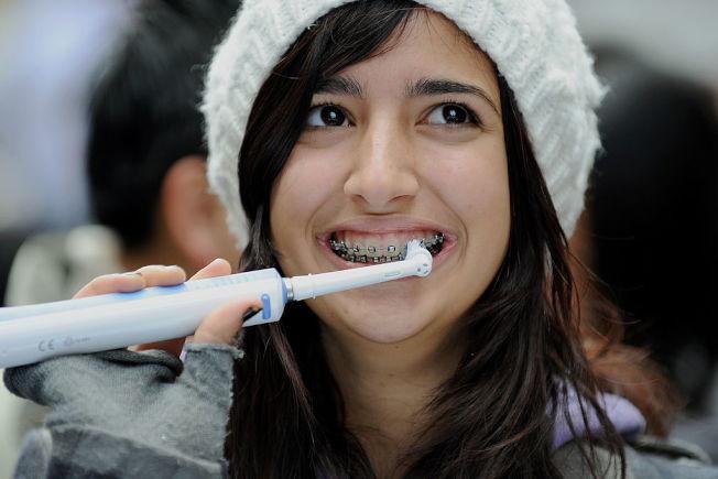 連續好幾天不刷牙,便是可能危害精神健康的有毒壞習慣 。 (Getty Images)
