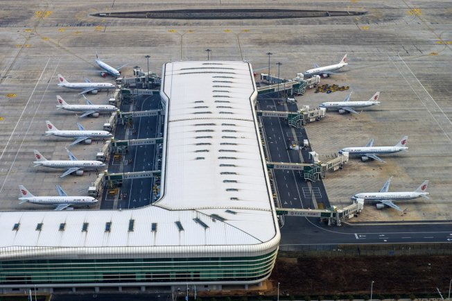武漢封城後,中國國際航空公司的客機停放在武漢國際機場。美聯社