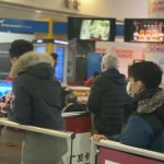 趕禁令前返美 華裔旅客高價改機票