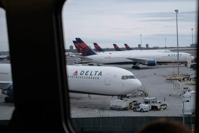 多家航空公司已停止往返美中的航線。(法新社)