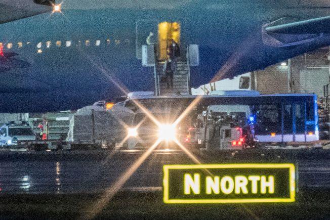 德國從中國武漢撤僑,圖為專機抵達法蘭克福機場。(Getty Images)