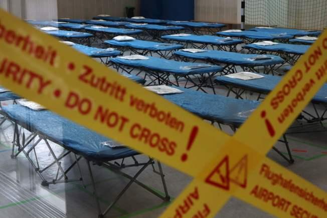 德國從中國武漢撤僑,乘客將先接受隔離。圖為機場設立的隔離區。(Getty Images)