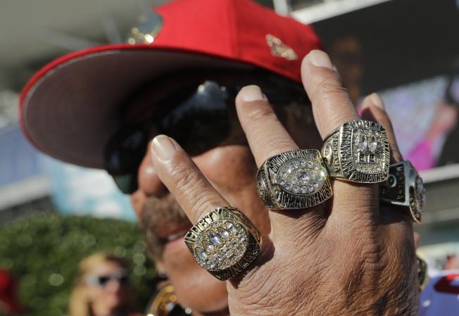 舊金山49人隊(San Francisco 49ers)球迷不吝嗇展示自己對心儀球隊的支持。(美聯社)