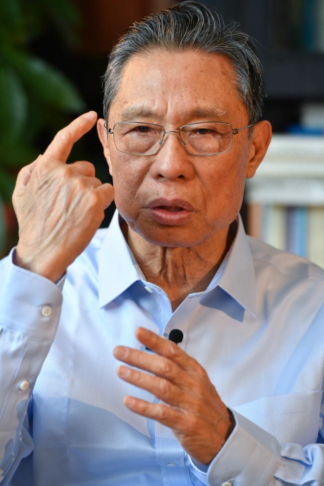 中國工程院院士、國家呼吸系統疾病臨床醫學研究中心主任、高級別專家組組長鍾南山2日表示,他判斷疫情可能在未來十天至兩周左右出現高峰。(新華社)