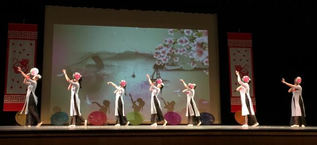OCPA 2020春節聯歡晚會節目之一 舞蹈茉莉花。(記者陳文迪/攝影)