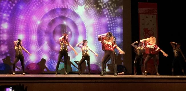 OCPA 2020春節聯歡晚會節目之一 嘻哈舞。(記者陳文迪/攝影)
