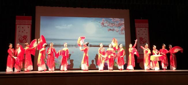 OCPA 2020春節聯歡晚會節目之一 舞蹈春江花月夜。(記者陳文迪/攝影)