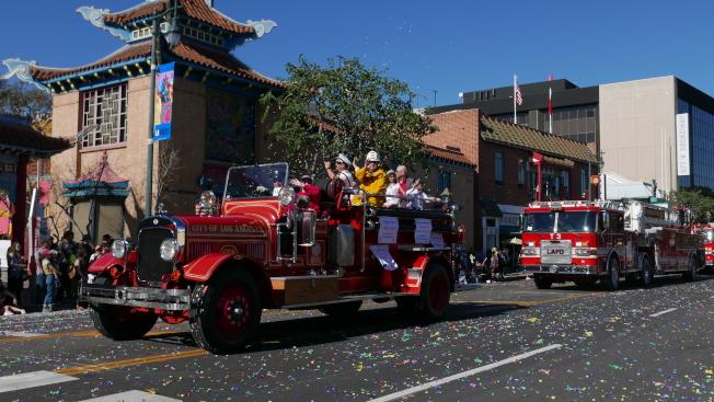 洛杉磯消防部門花車。(記者李雪╱攝影)