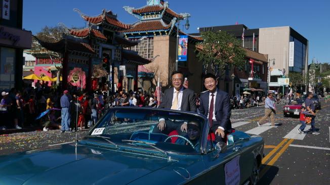 中國駐洛杉磯總領館副總領事莊志哲(左)。(記者李雪╱攝影)