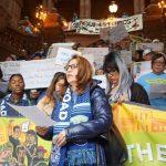 移民團體示威 籲新年立法禁ICE法庭抓人