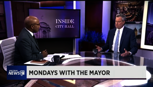 白思豪在电视访谈中表示向CDC提请允纽约市自行检测新冠肺炎疑似病例。(NY1视频截图)