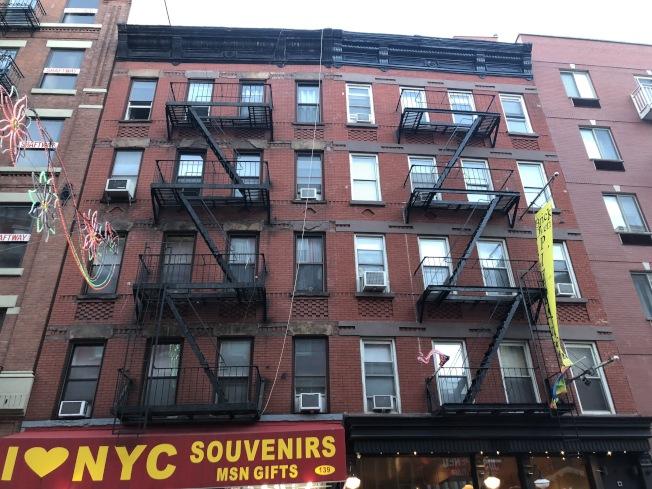 同樣位於位於小義大利的Mulberry街139號公寓,在評分中取得3.4,兩室一廳的租金僅在3000元左右。(記者顏潔恩/攝影)