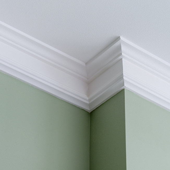 通常天花板和牆面交界處的裝飾線條,被稱作頂角線。(取自HomeDepot網站)