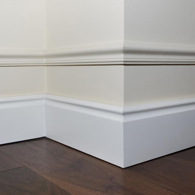 地板和牆面的縫隙全靠踢腳線來遮醜。(取自HomeDepot網站)