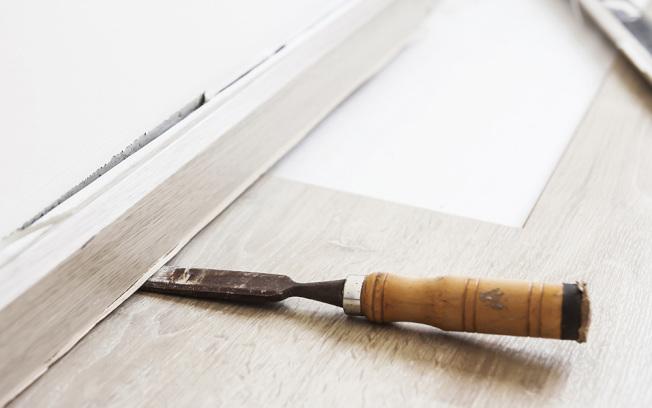 木頭和纖維板的裝飾線易於安裝,方便切割,屋主自己動手也能做。(取自HomeDepot網站)