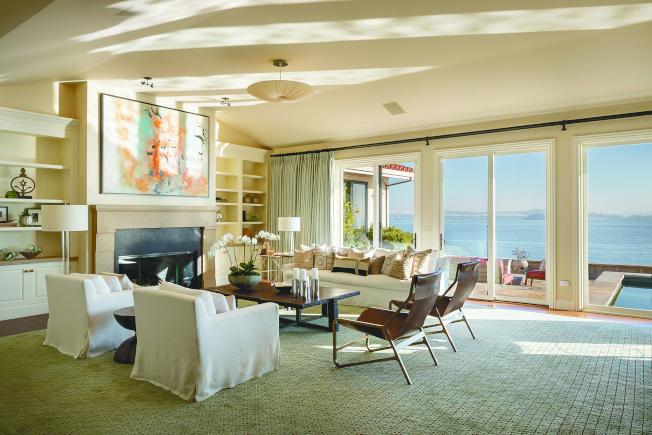 從豪宅落地窗,便可眺望舊金山灣的壯麗景色。(Realtor)