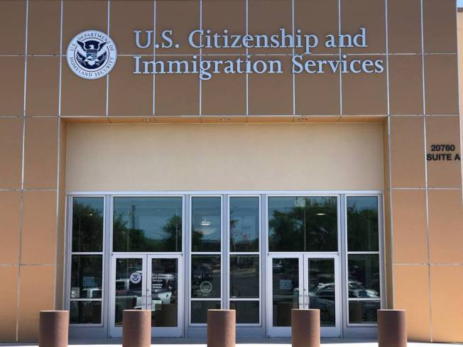 USCIS表示出现新冠肺炎症状者请重约面谈,并已关闭北京、广州签证处。(本报档案照)