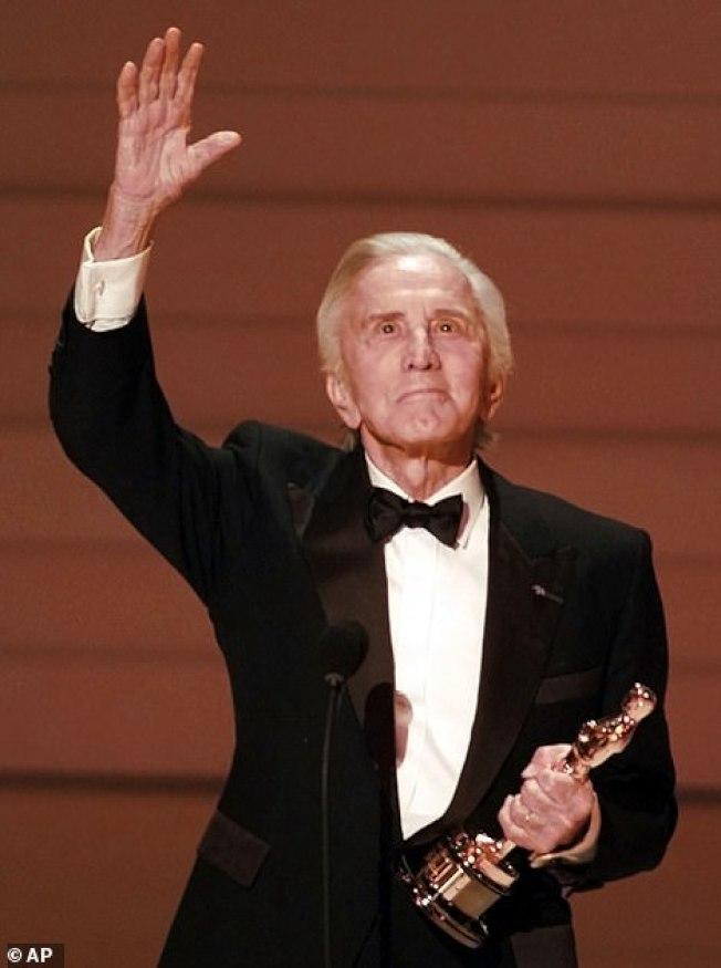 寇克道格拉斯終身未獲奧斯卡獎,但在1996年獲得奧斯卡的最高榮譽獎。(美聯社)