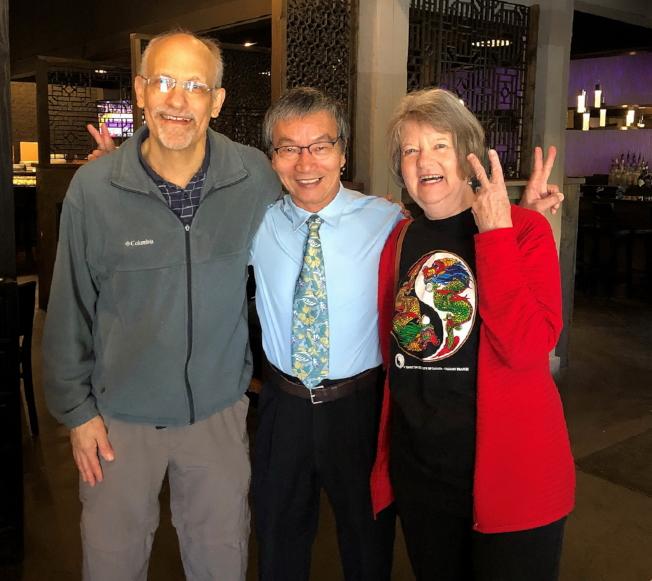 塔城台美協會會長黃錦混與FSU台灣同學會的指導教授Dr. Fran Berry(右)及Dr. Bill Berry(左)合影。(黃錦混提供)