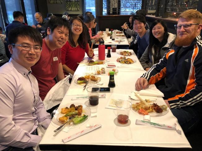 參加新年餐會活動的台灣同學會成員合影。(黃錦混提供)