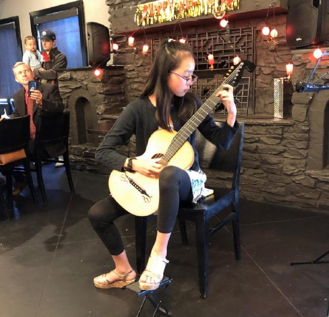 Leila Megraw吉他演奏。(黃錦混提供)