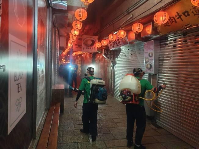 九份封街消毒 新北環保局5日連夜到九份封街消毒。(圖:新北環保局提供)