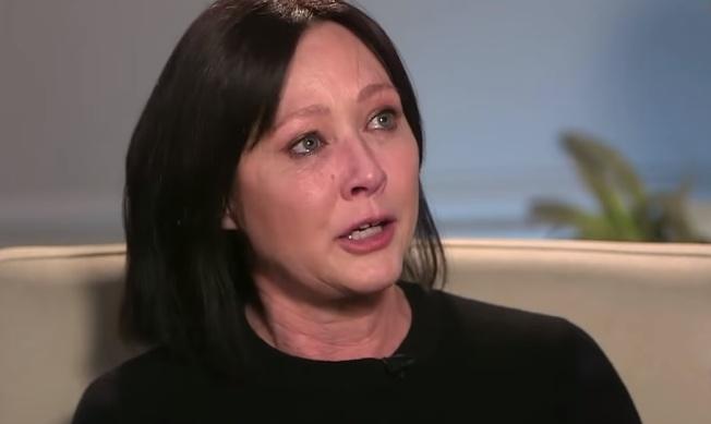 香儂道荷蒂在電視訪問中淚訴乳癌復發,已是第四期。(翻攝自YouTube)