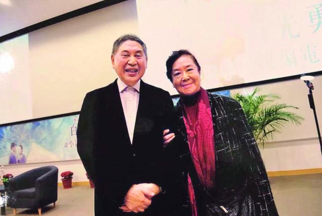 2017年在珠海大學的講座中,白先勇(左)與夏丹重逢。(白先勇.圖片提供)