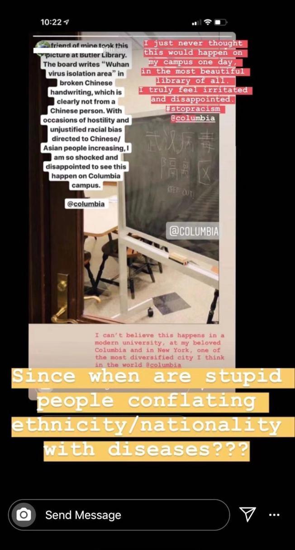 哥大學生在社交網路發表的訊息顯示,該校圖書館黑板上寫有涉嫌種族偏見的「武漢病毒隔離區,請避開」字樣。(取自Instagram)