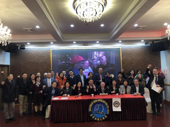 由許多學區委員會組成的華裔家長6日聯合亞裔維權團體召開記者會,對4日晚出席卡蘭札活動時被拒入場的情況對社區作報告。(記者顏潔恩/攝影)