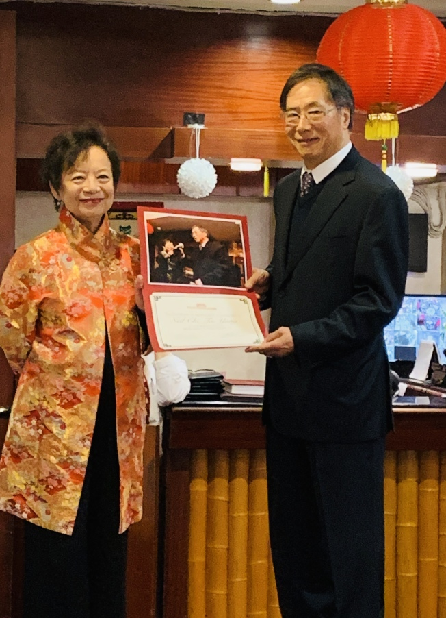 楊繼台(右)卸任,由劉麗容接任聖地牙哥中華歷史博物館理事會主席。(記者陳良玨╱攝影)