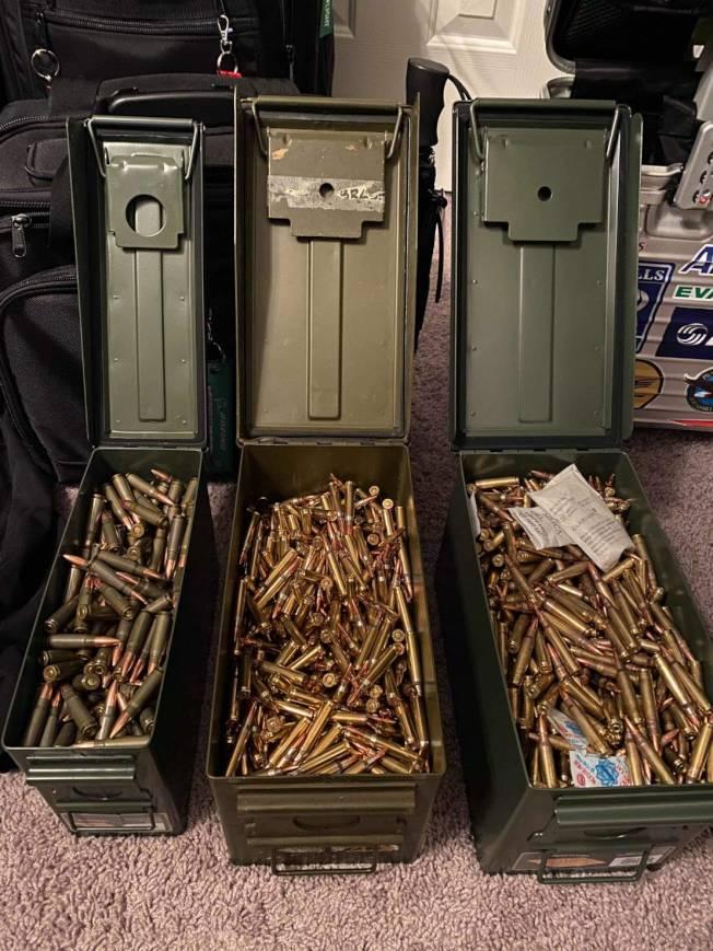 徐先生的槍枝與子彈收藏。(民眾徐先生提供)